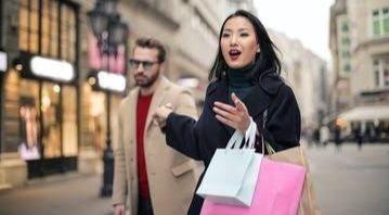 Wanita Wajib Ketahui 4 Tips Minta Uang Belanja Tambahan pada Suami