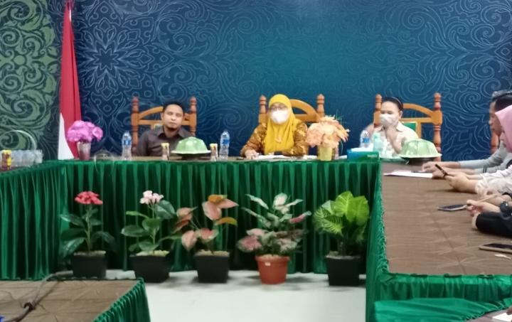Fakultas Syariah Bersama DLHK Kendari Gagas Bank Sampah