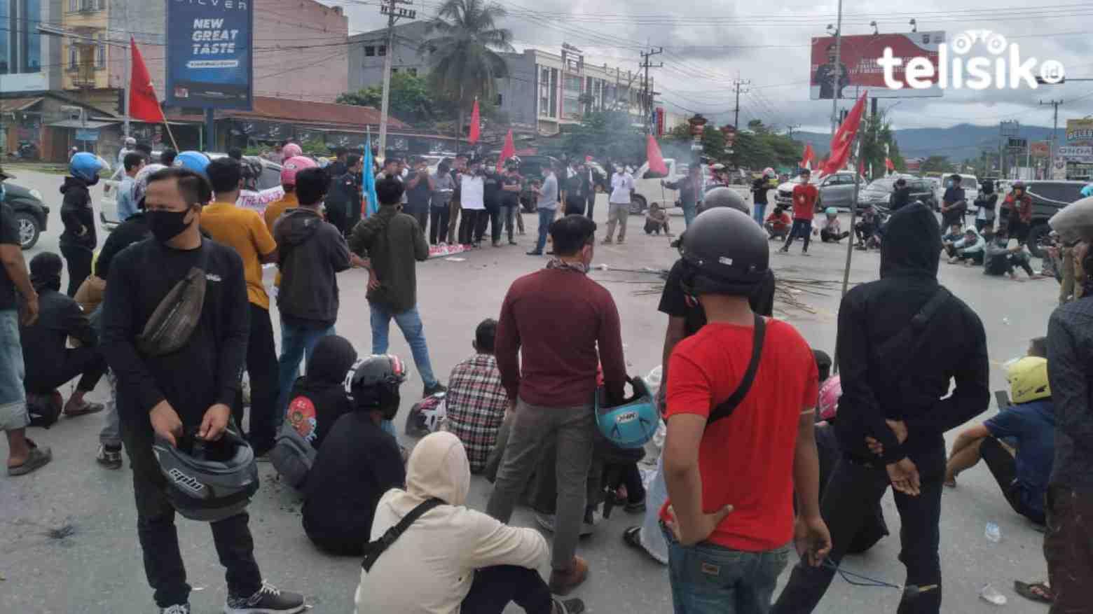 Jokowi Hadir di Kendari, Ratusan Pemuda Demo Tolak Munas Kadin