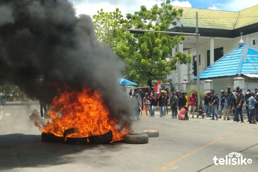 Api Berkobar dan Asap Hitam Mengepul di Dekat Gedung DPRD Sultra